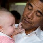 Obama aime les bébés !!