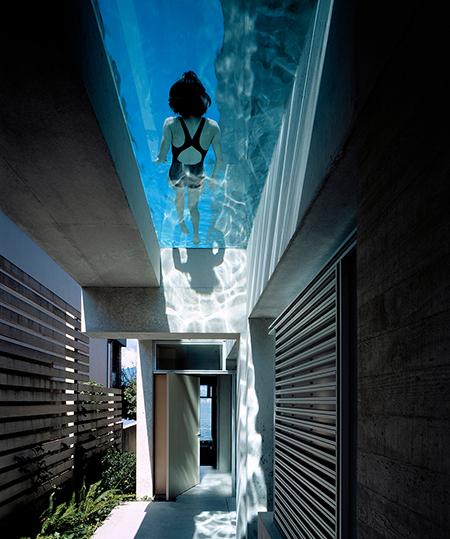 Maison avec piscine sur le toit for Toit de piscine
