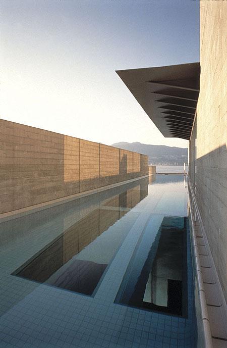 Maison avec piscine sur le toit for Piscine sur toit garage