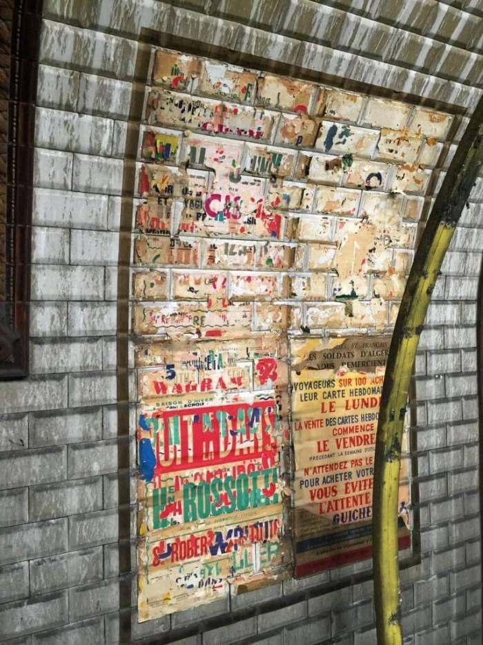 station trinité restes d'affiches