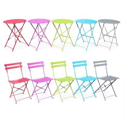 chaises et tables métal de couleur