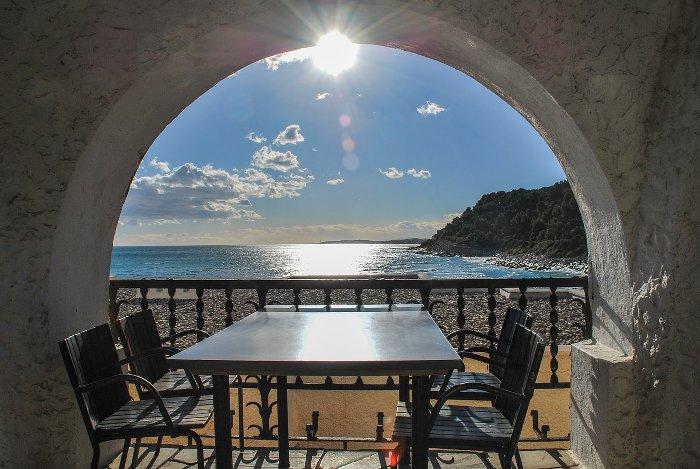 terrasse ouverte sur la mer