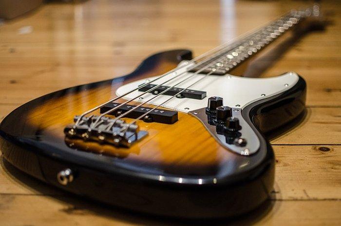 Basse de forme Fender